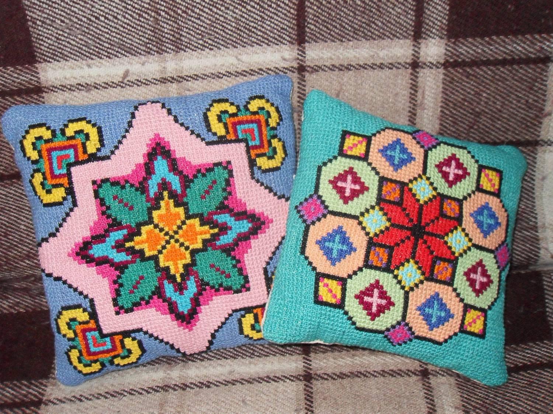 Вышивка болгарским крестом подушки 12