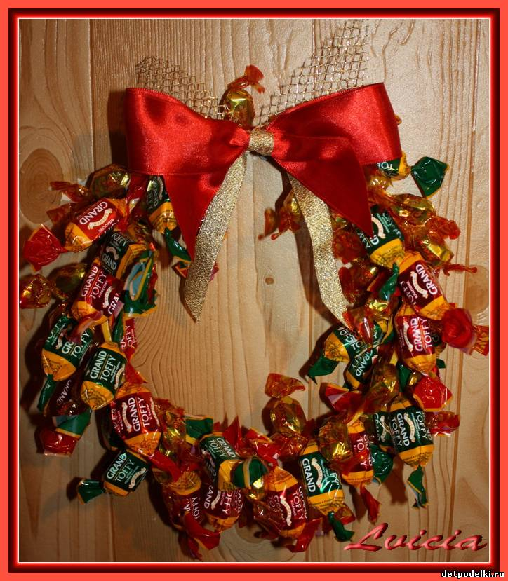 Рождественские венки из конфет своими руками