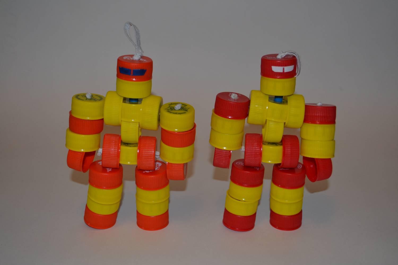 Поделки своими руками детям из крышек от бутылок